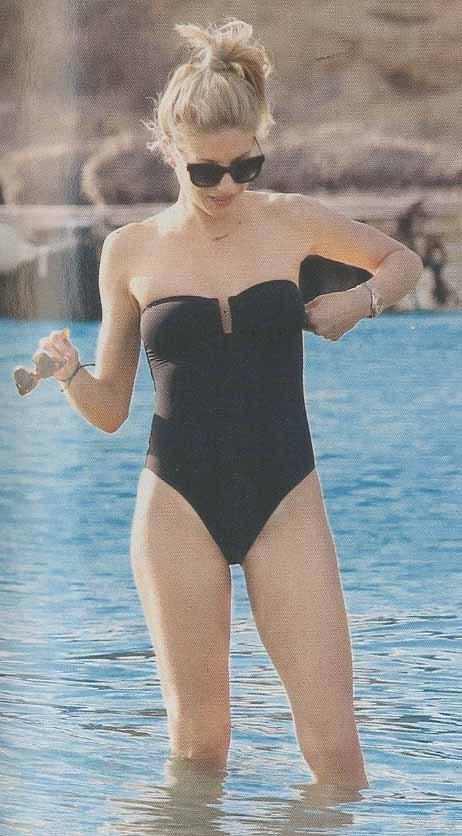 aravani evagelia magio sexy bikini