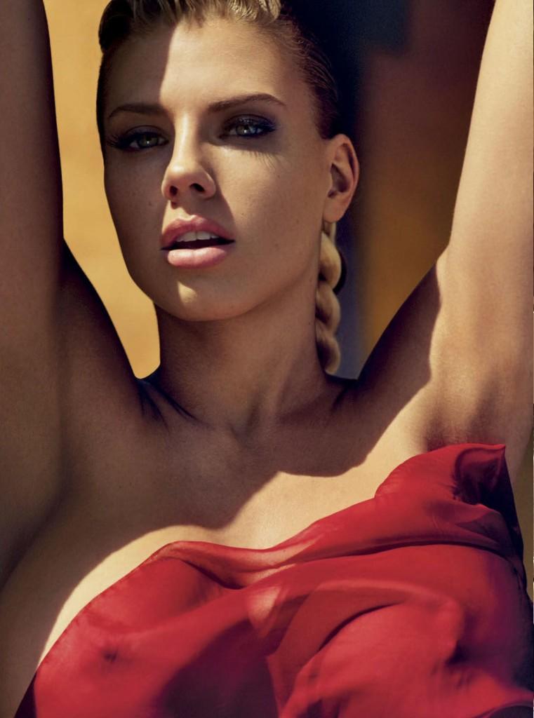 Charlotte McKinney 33