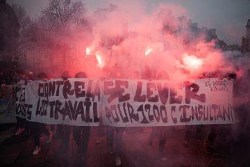 Des étudiants manifestent contre la loi El Khomri dans les rues de Paris