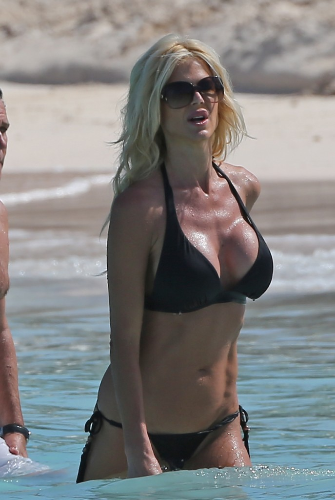 Victoria Silvstedt 22