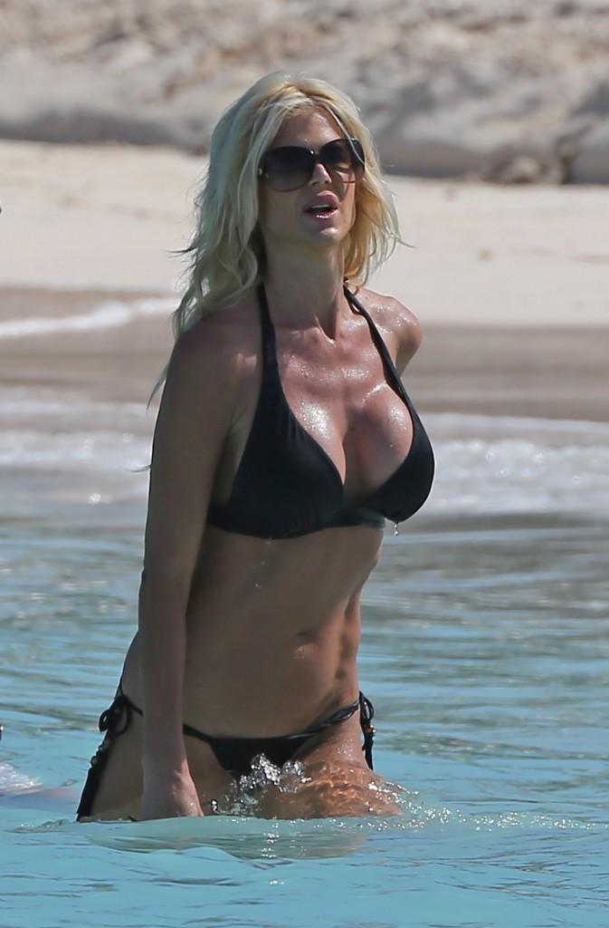 Victoria Silvstedt 28