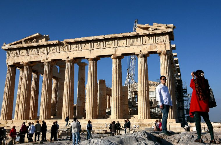 tourist-greek-acropolis