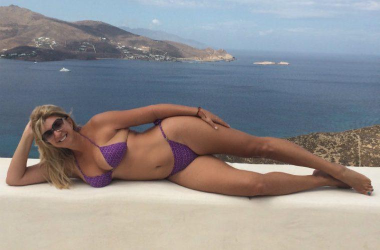 Τέλειο γυμνό κορίτσι φωτογραφίες