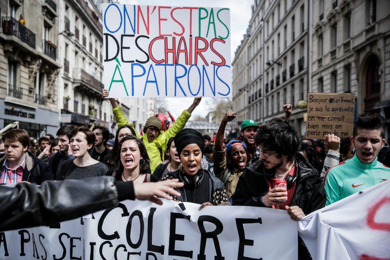 15desk2f01-parigi-lavoro-nuit-debout-studenti-reuters
