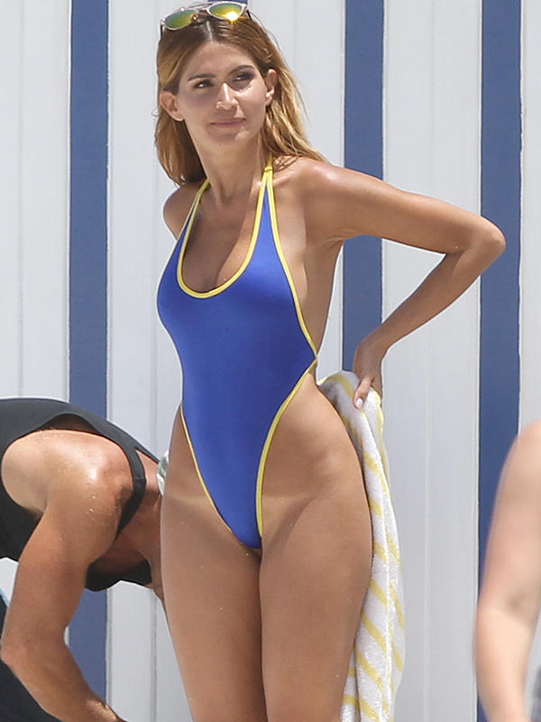 Maxim model Juli Proven