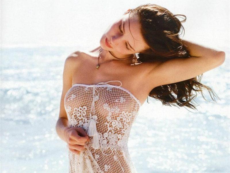Rosie-Huntington-Whiteley-hot-body
