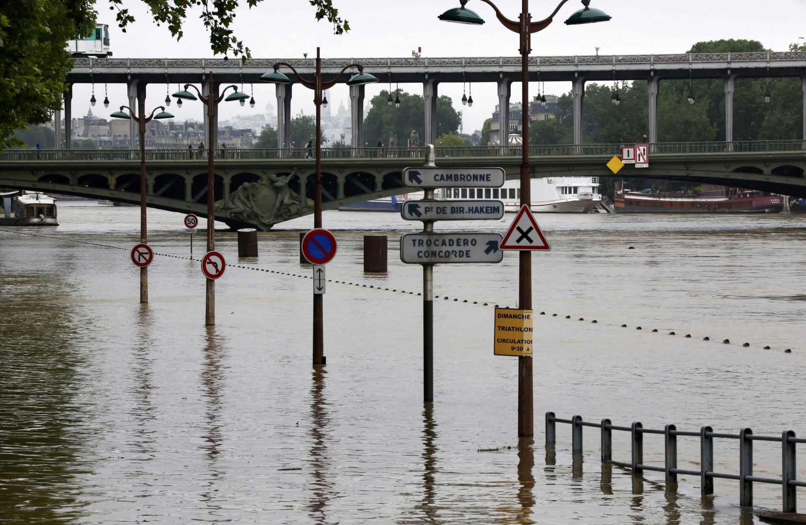 General view of flooding on the banks of the Seine River after days of heavy rainfall in Paris, France, June 2, 2016. REUTERS/Jacky Naegelen