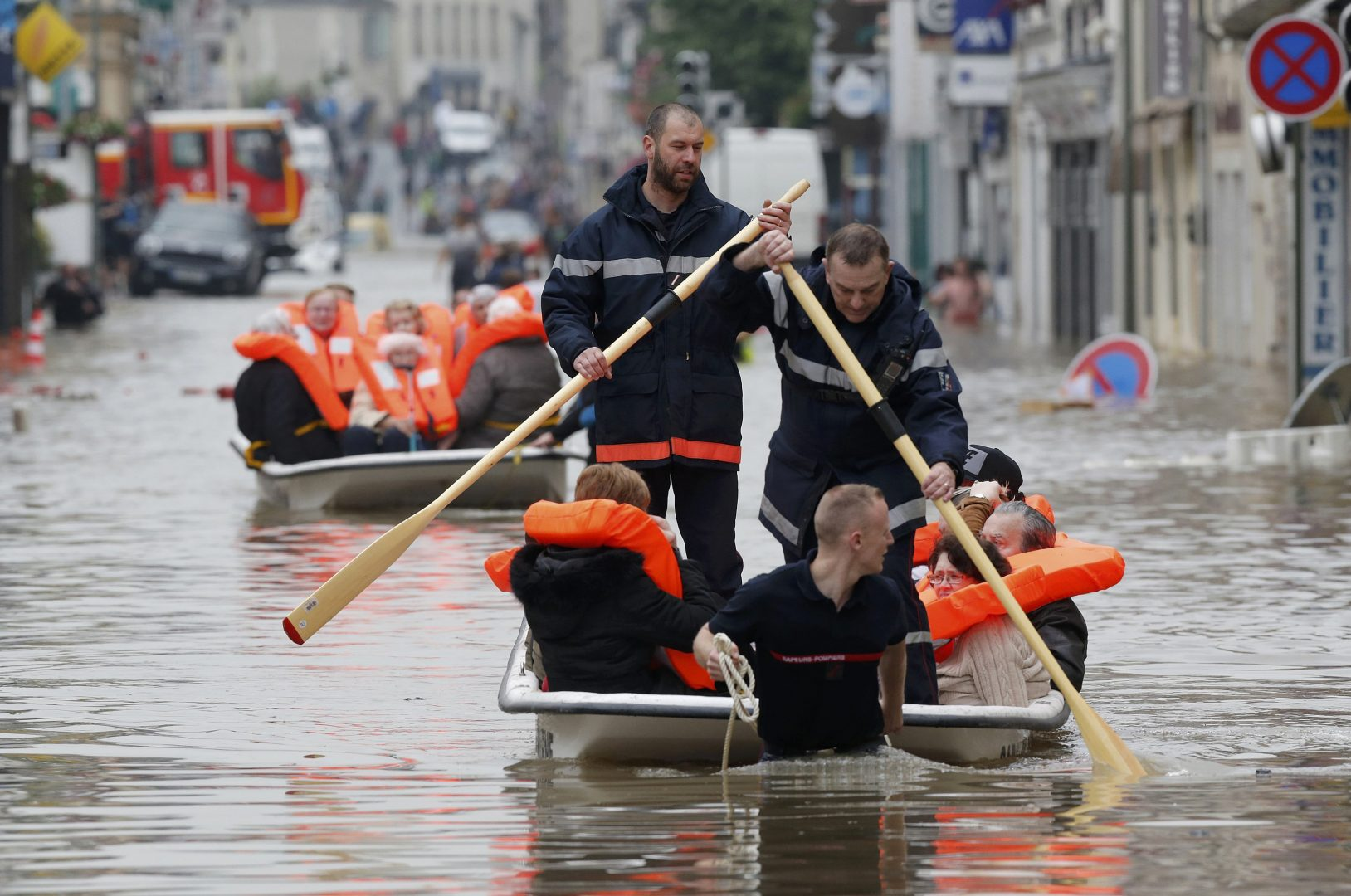 French firefighters on small boats evacuate residents from a flooded area after heavy rainfall in Nemours, southern Paris, June 1, 2016. REUTERS/Christian Hartmann