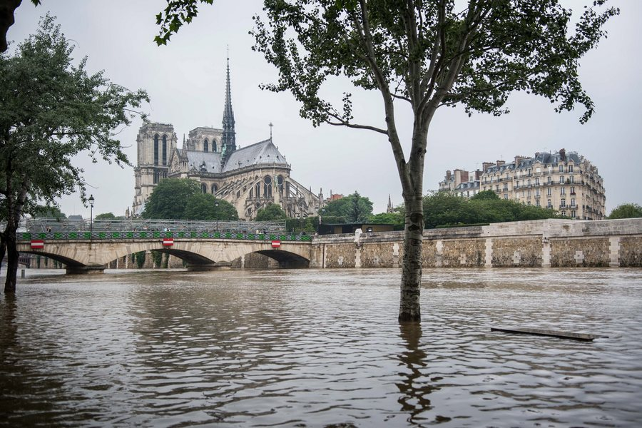 Heavy rain in Paris