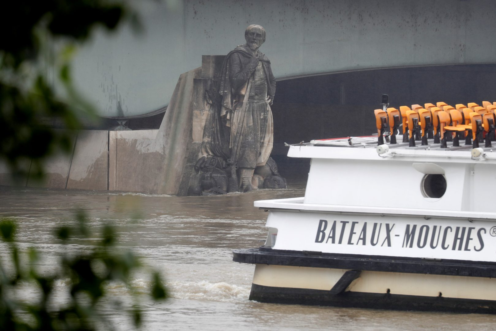 "A ""Bateaux Mouches"" tourist boat approaches the Zouave statue on the Pont de l'Alma as high waters causes minor flooding along the Seine River in Paris, France, May 31, 2016 as the Zouave statue is considered an indicator of the level of the Seine, when his feet are under water, emergency flood precautions are taken. REUTERS/Charles Platiau"