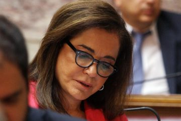 Η βουλευτής της Νέας Δημοκρατίας Ντόρα Μπακογιάννη συμμετέχει στη συνεδρίαση της Κοινοβουλευτικής Ομάδας του κόμματος, την Τετάρτη 8 Ιουλίου 2015, στη Βουλή. ΑΠΕ-ΜΠΕ/ΑΠΕ-ΜΠΕ/ΑΛΕΞΑΝΔΡΟΣ ΒΛΑΧΟΣ
