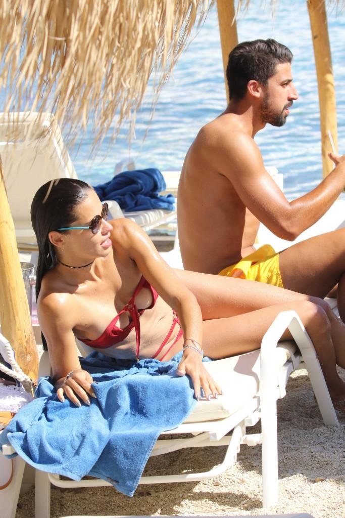 Adriana Lima bikini mykonos 2016 15