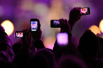 "Fans take photos with their mobile phones during the VH1 ""Divas Salute The Troops"" show at the Marine Corps Air Station Miramar in San Diego, December 3, 2010. REUTERS/K.C. Alfred (UNITED STATES - Tags: ENTERTAINMENT SCI TECH IMAGES OF THE DAY) - RTXVDL9"