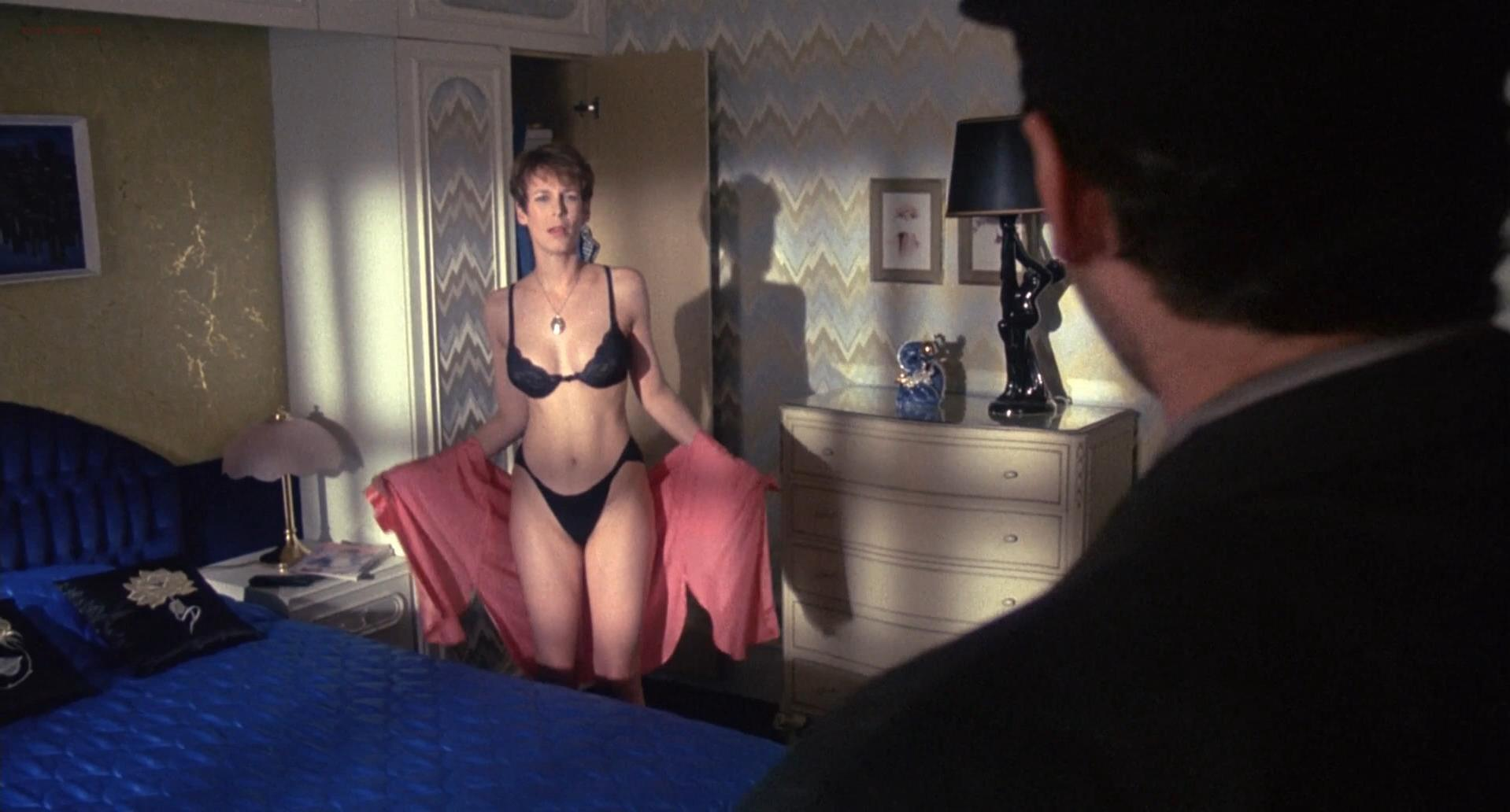 jamie-lee-curtis-topless-picture